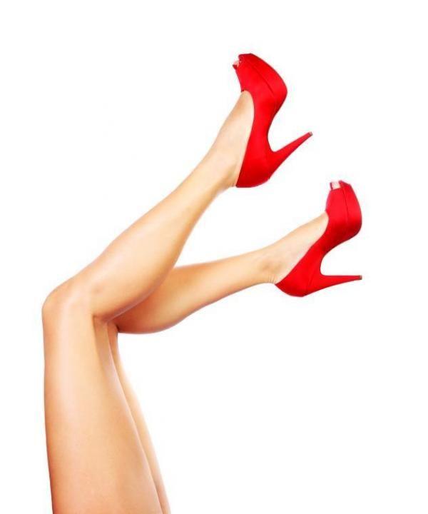 combinar un vesitdo rojo con zapatos