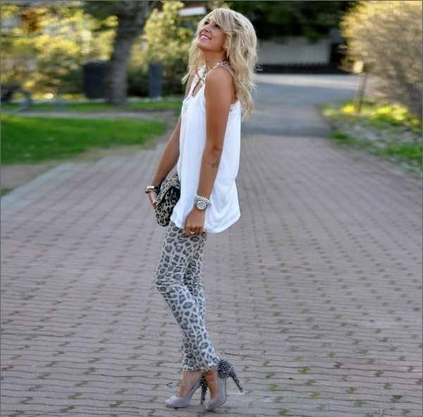 como combinar los leggins de leopardo con blanco