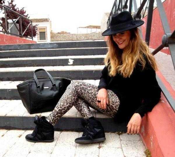 como combinar los leggins de leopardo con negro