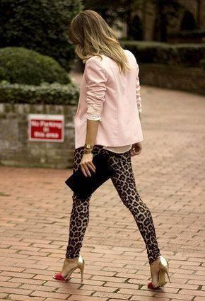 como combinar los leggins de leopardo con rosa