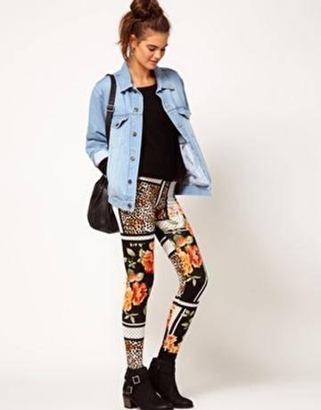 como combinar los leggins floreados con mezclilla