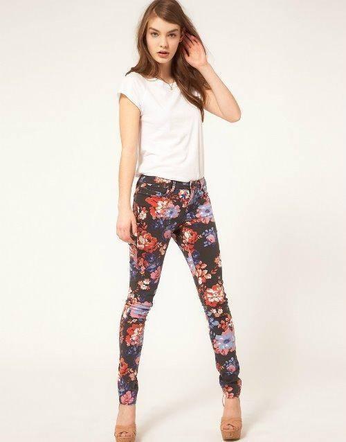 como combinar los leggins floreados look casual