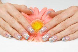 Tendencias de Uñas para Primavera Verano metalizadas