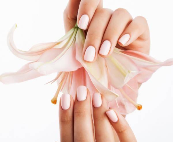 Tendencias de Uñas para Primavera rosa cuarzo