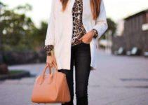 Combinar abrigo blanco con estampados