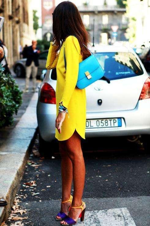 Combina tu vestido amarillo con colores fluorescentes