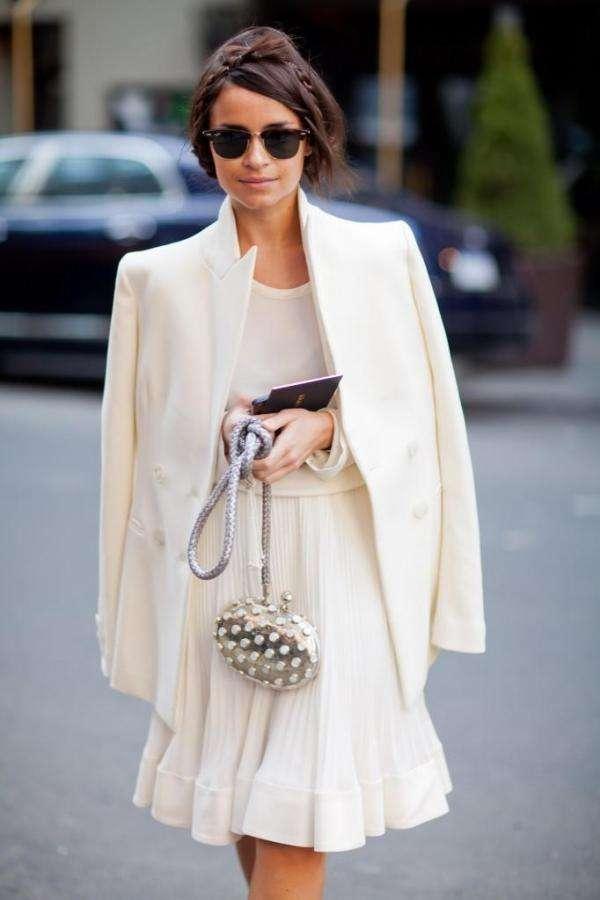 como combinar un vestido blanco con blanco