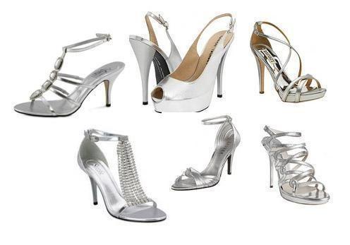 vestido morado con zapatos color plata