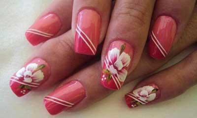 decoracion de uñas rosas con flores