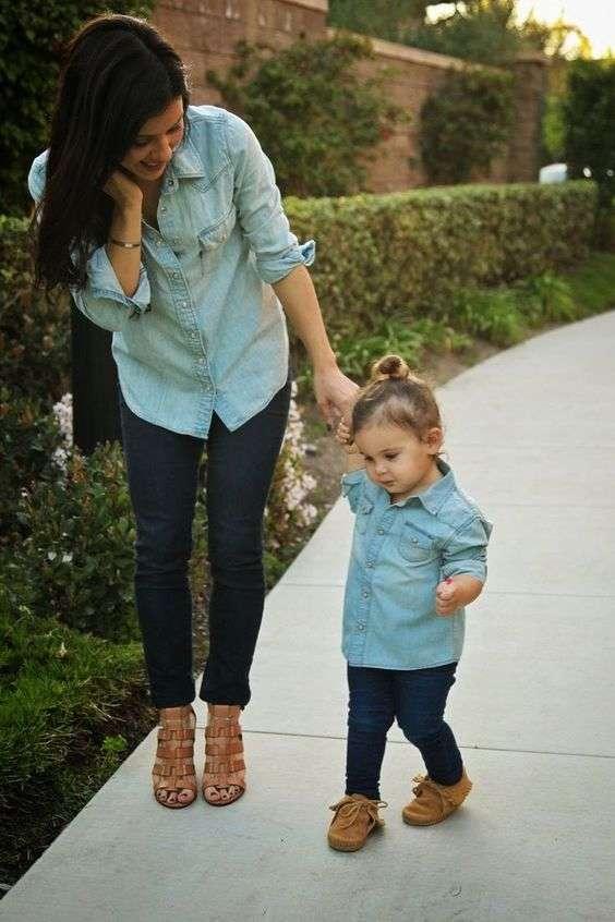 madre e hija vestidas iguales