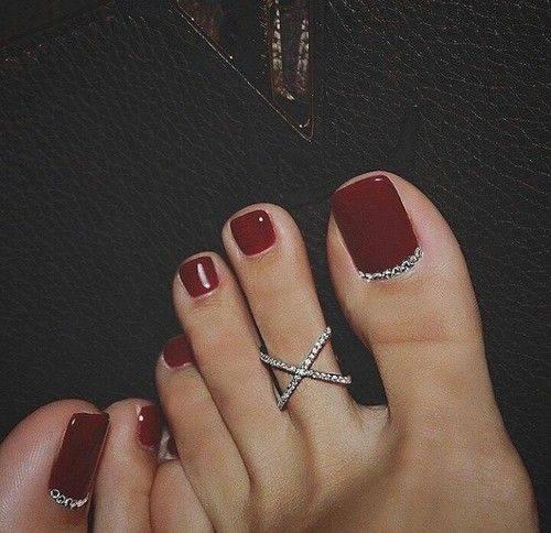 diseño de uñas para los pies en color rojo