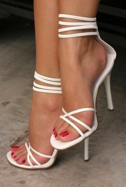 uñas de los pies rojo cereza
