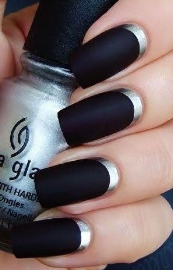 Vestido negro que color de unas