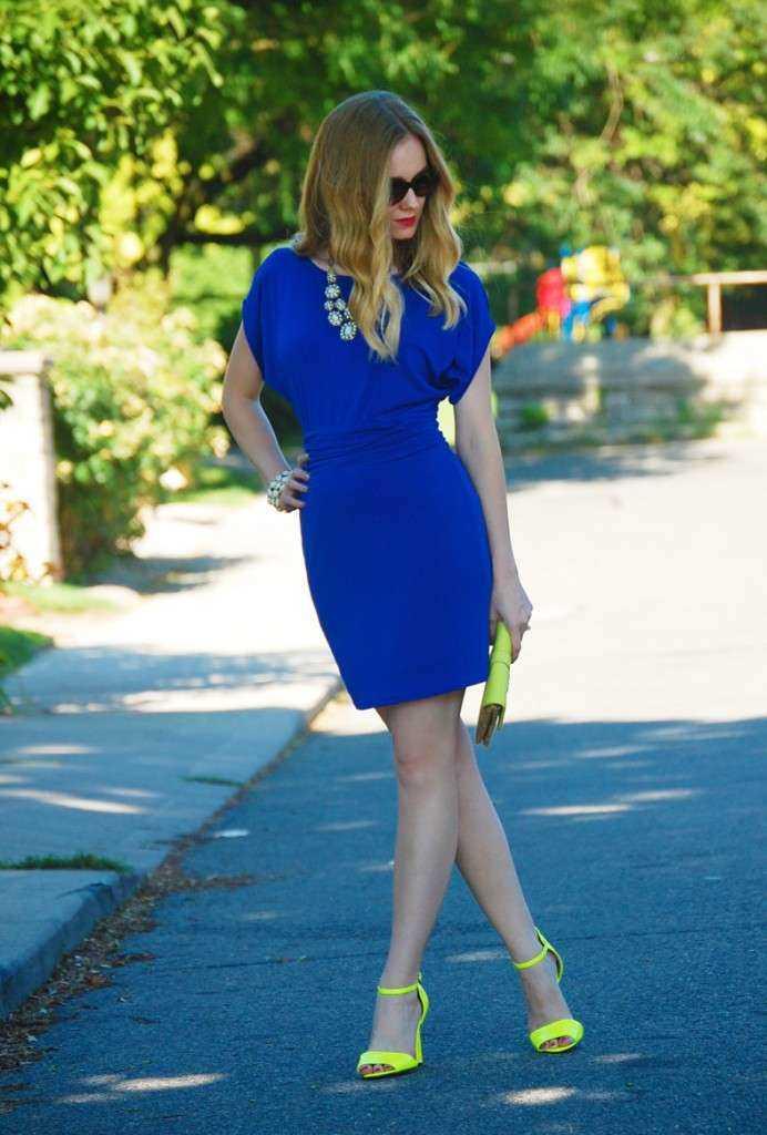 Cómo Combinar Un Vestido Azul Marino 10 Outfits Increibles